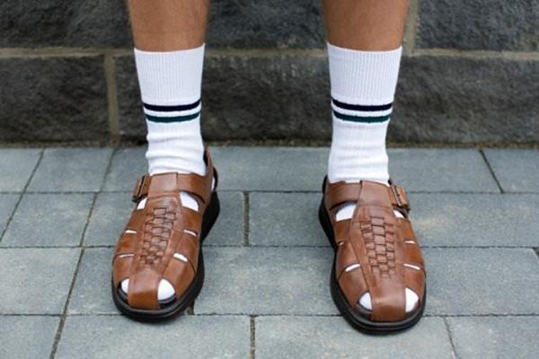 sandales_chaussettes